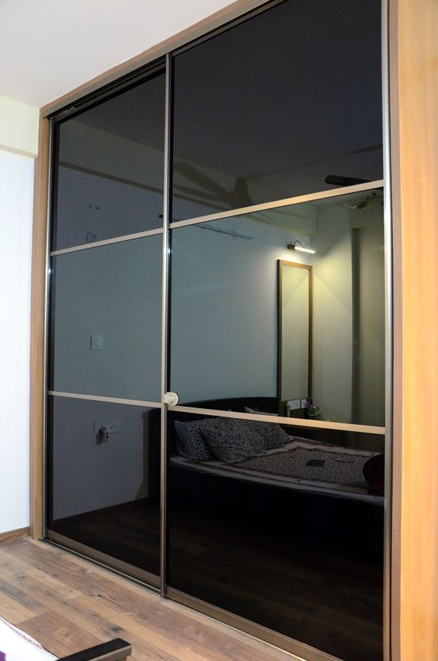 upload/bedroom/Black_Lacquered_Glass_Wardrobe.jpg