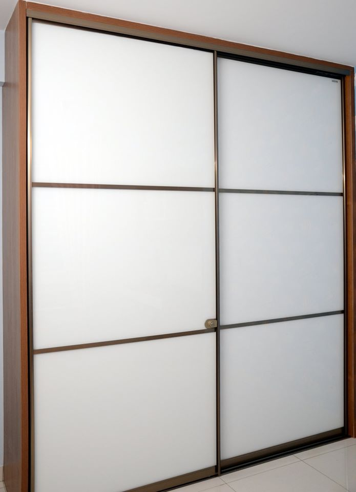 upload/bedroom/White_Lacquered_Glass_Wardrobe.jpg