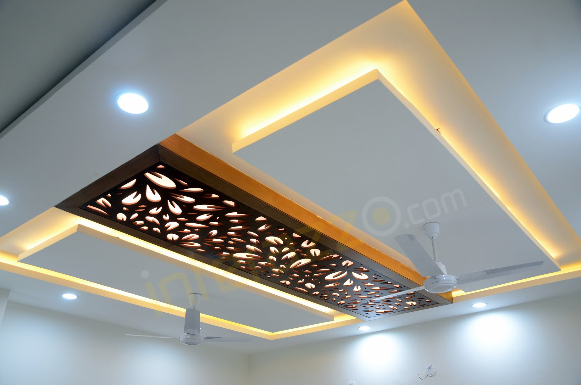 upload/living/False_Ceiling_With_CNC_Jaali.jpg